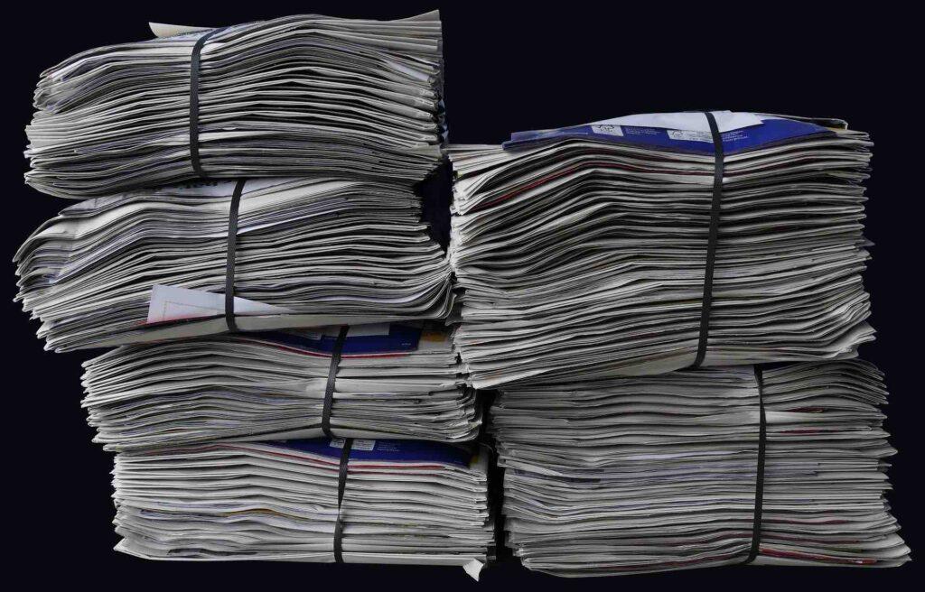 newspapers-Wolfgang Eckert pixabay